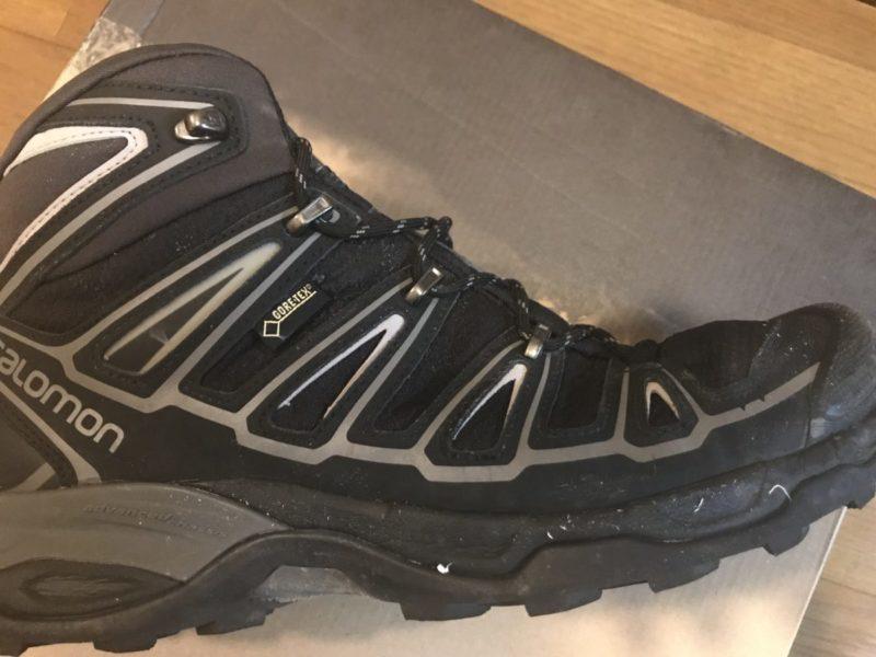 S社の登山靴