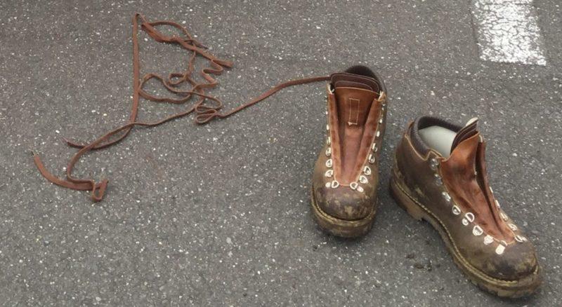 革の登山靴