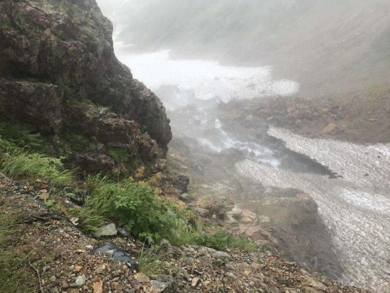雪渓は崩落