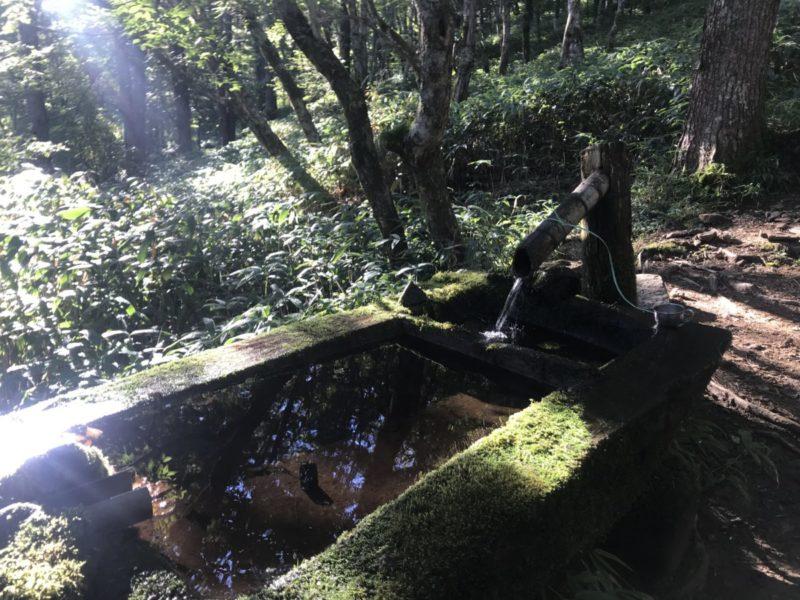 池山小屋分岐にある水場