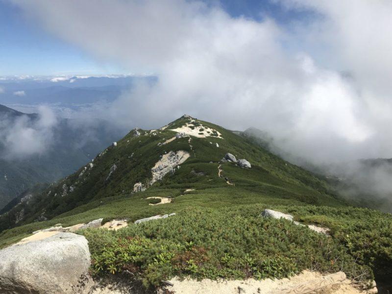 駒石へつづく稜線