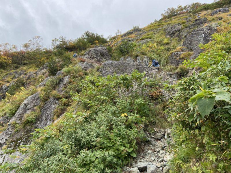 鑓温泉小屋の少し上にある岩場